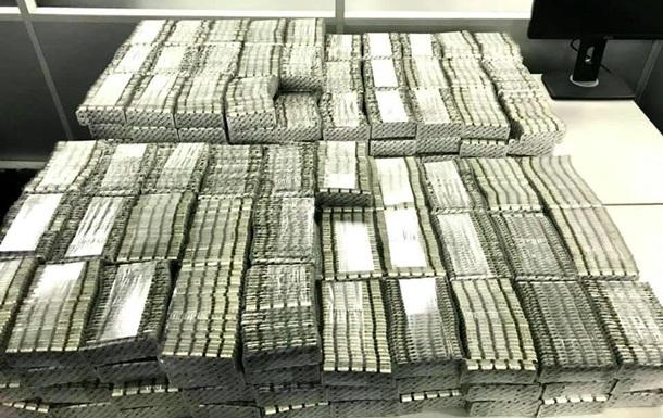 В Борисполе пытались вывезти препараты Pfizer на 2 млн гривен