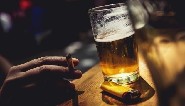 В Украине за год подорожали все алкогольные и табачные изделия