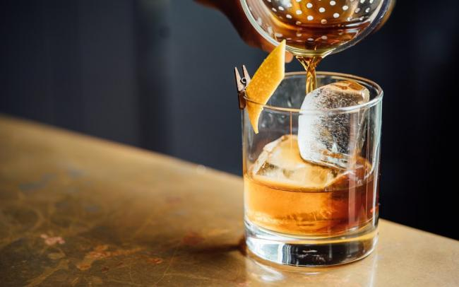 Financial Times: во время пандемии люди стали чаще покупать дорогой и крепкий алкоголь