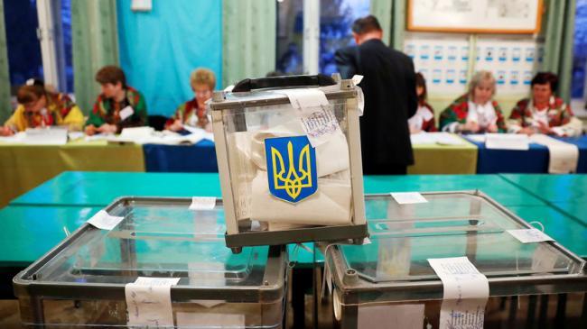 Во второй тур президентских выборов в Украине могут выйти три политика