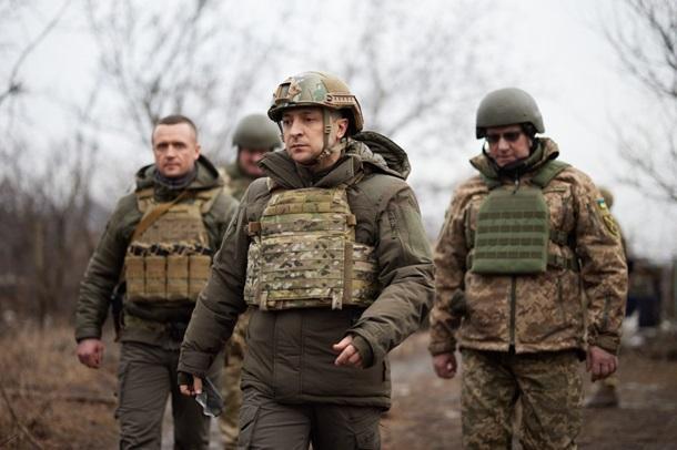 Зеленский заявил, что Россия проверяет реакцию Запада, стягивая войска к границе с Украиной