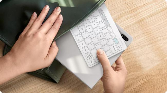 Samsung представила клавиатуру для миллениалов: она работает с тремя устройствами одновременно (ФОТО)