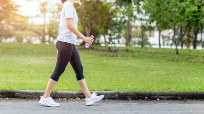 Ученые назвали оптимальную скорость ходьбы для долголетия