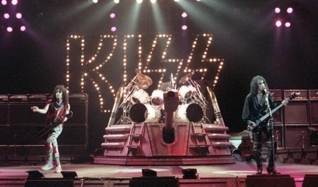 Телеканал A&E выпустит документальный фильм о культовой рок-группе Kiss