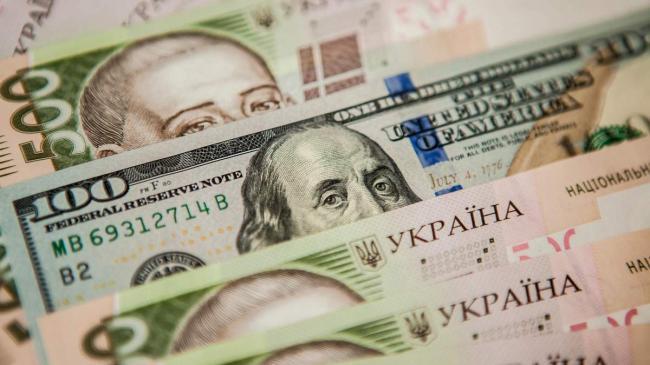Украинцы за последний месяц продали банкам рекордный объем валюты