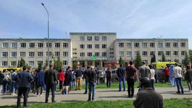 Стрелок с официально зарегистрированным оружием убил как минимум 8 человек в школе Казани