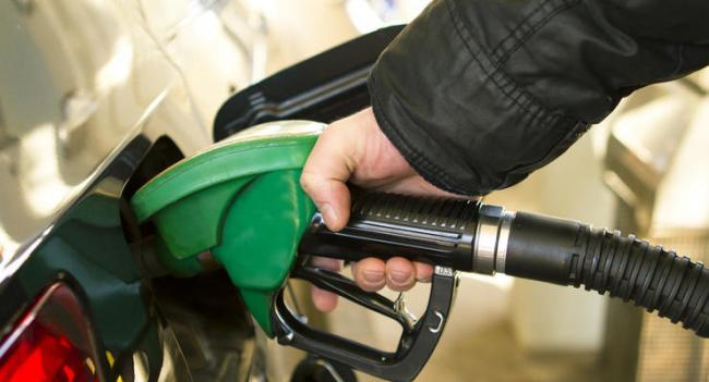 Бензин и ДТ резко подешевели после решения Кабмина ограничить цены