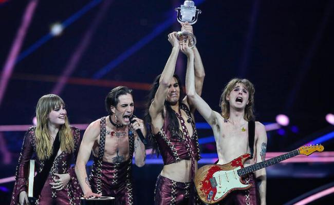 Måneskin заподозрили в употреблении наркотиков во время финала Евровидения 2021