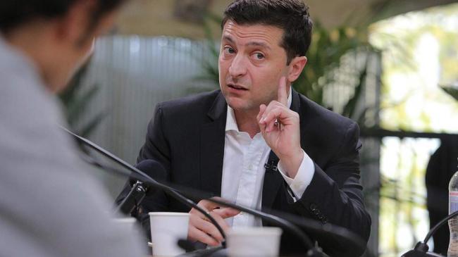Зеленский поручил подготовить остановку авиасообщения с Беларусью