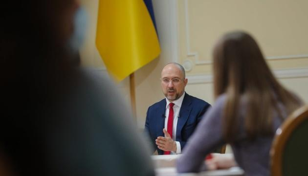 В Украине достаточно COVID-вакцин, нужно открывать новые центры для прививок - Шмыгаль