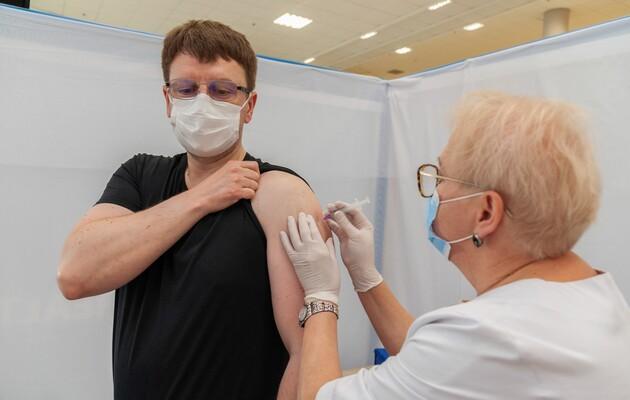 Опрос: В Украине сейчас 43 % убежденных противников вакцинации от COVID-19