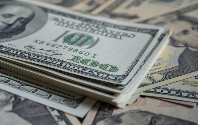Курс доллара снова поднялся выше 27 гривен
