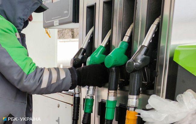 """Минэкономики пересчитало цену на бензин на конец июня по формуле """"Роттердам+"""""""
