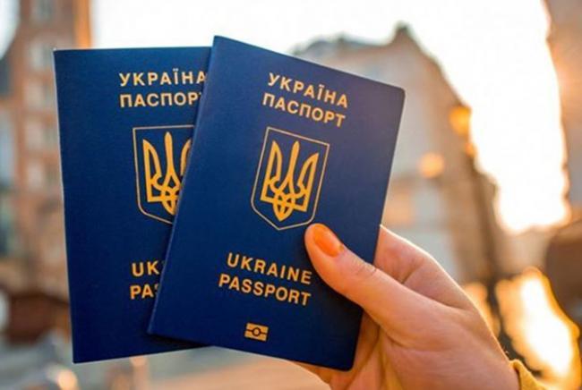 Рада хочет упростить оформление паспортов для переселенцев