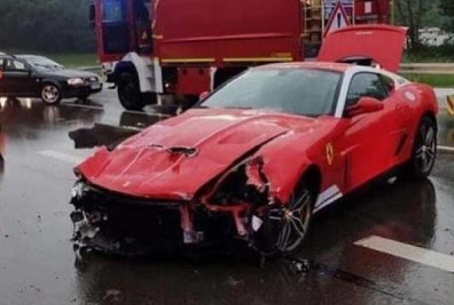 В Германии разбили очень редкий суперкар Ferrari (ФОТО)