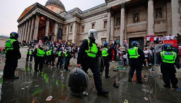 Финал Евро-2020: в Лондоне в столкновениях с фанатами пострадали 19 полицейских