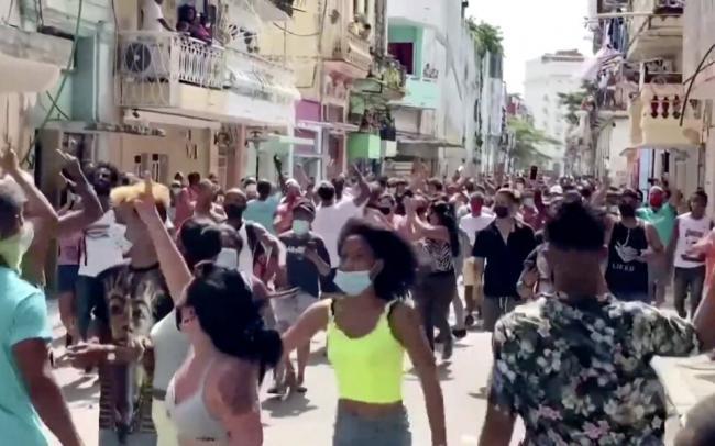 На Кубе прошли крупнейшие за 30 лет антиправительственные митинги
