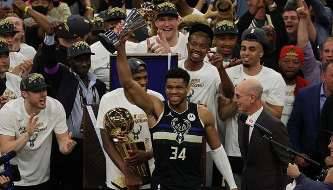 «Милуоки Бакс» стали чемпионами НБА впервые за 50 лет