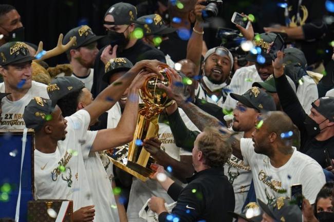 ESPN назвал фаворитов следующего сезона НБА