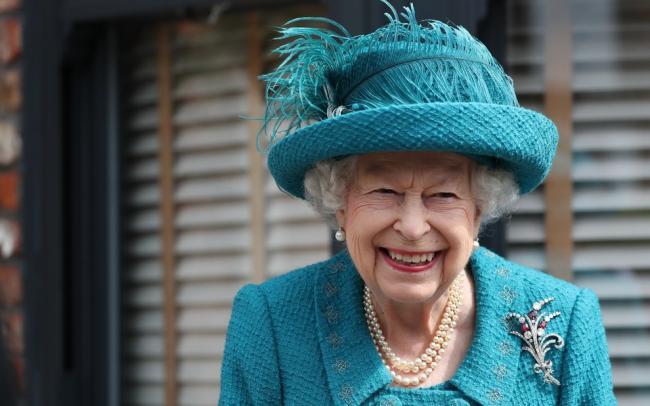 Елизавета II намерена привлечь юристов после высказываний Меган Маркл и принца Гарри о королевской семье