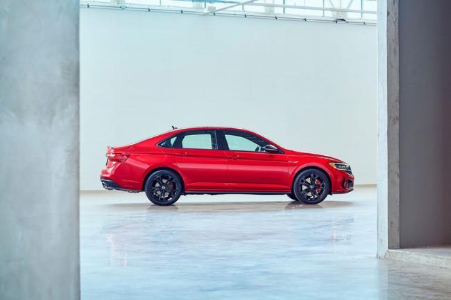 Volkswagen Jetta 2022 года получит обновление (ФОТО)