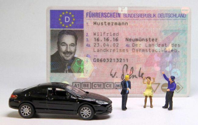 """В Германии водительские """"права"""" обменивают на бесплатный проездной на автобус"""