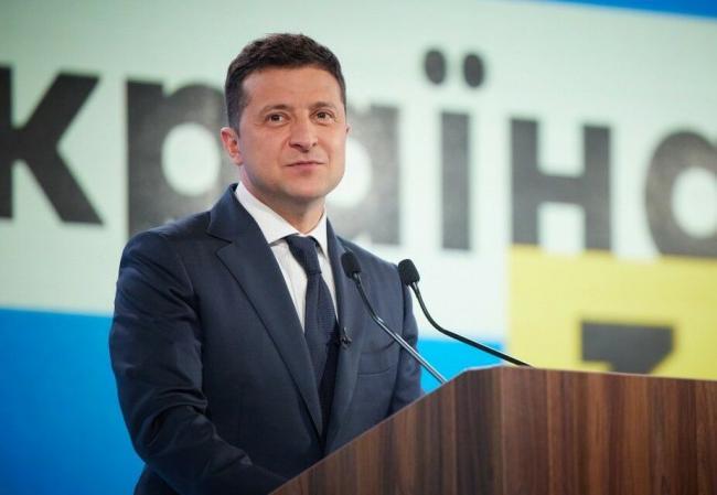 Зеленский поручил Кабмину активизировать господдержку кинематографа в Украине