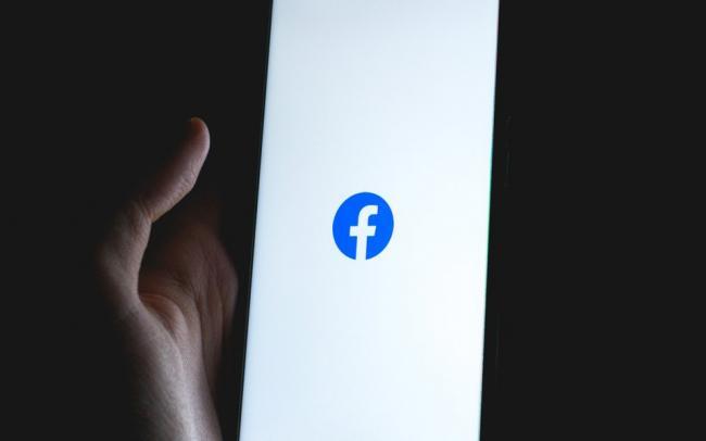 Apple грозилась удалить Facebook из своего магазина приложений из-за сообщений о торговле людьми через соцсеть