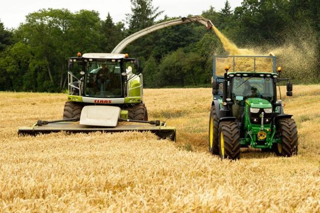 Аграриям объяснили, сколько налогов и в какие сроки придется платить