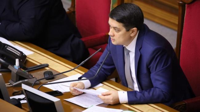 Вероятность увольнения Разумкова оценивают 55% против 45%