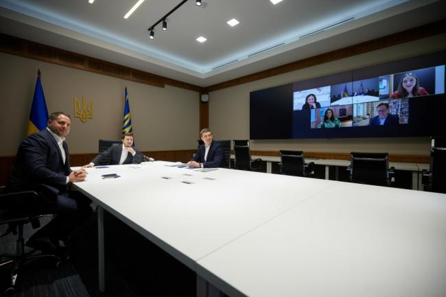 Зеленский пригласил руководство Facebook посетить Киев и предложил открыть офис компании в Украине