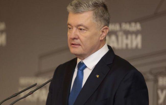 """Порошенко заявил, что нынешняя власть """"встала на рельсы антимайдана"""""""
