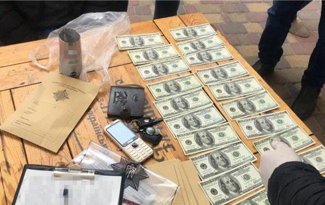 Продавали доллары премиум-качества: СБУ задержала группу фальшивомонетчиков
