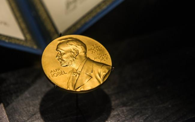 Нобелевскую премию по медицине присудили ученым Дэвиду Джулиусу и Ардему Патапутяну за открытие новых рецепторов